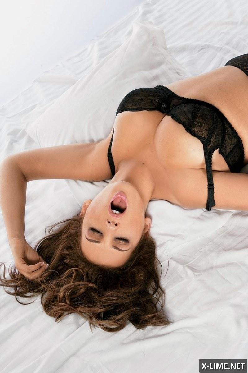 Голая Анфиса Чехова в эротической фотосессии PLAYBOY