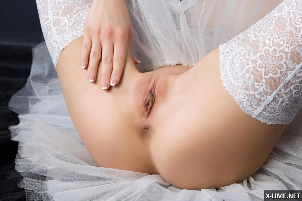 Эротические фото обнаженной блондинки Alyshy