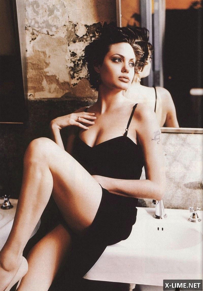 Голая Анджелина Джоли, откровенные фото в FHM