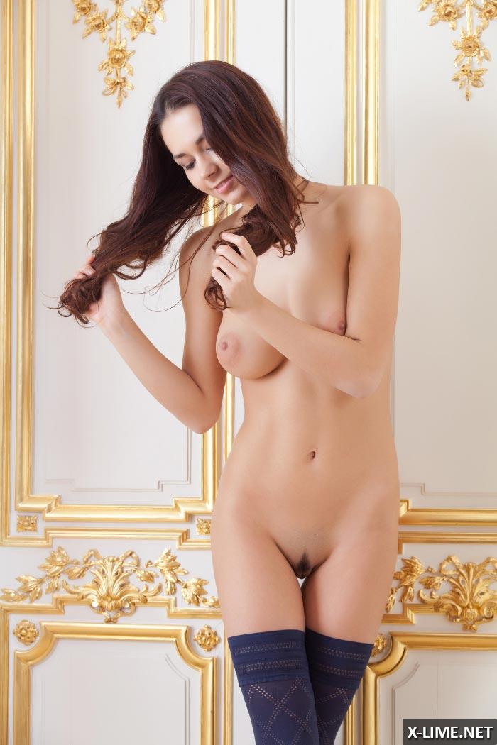 Молоденькая девушка с большими сиськами