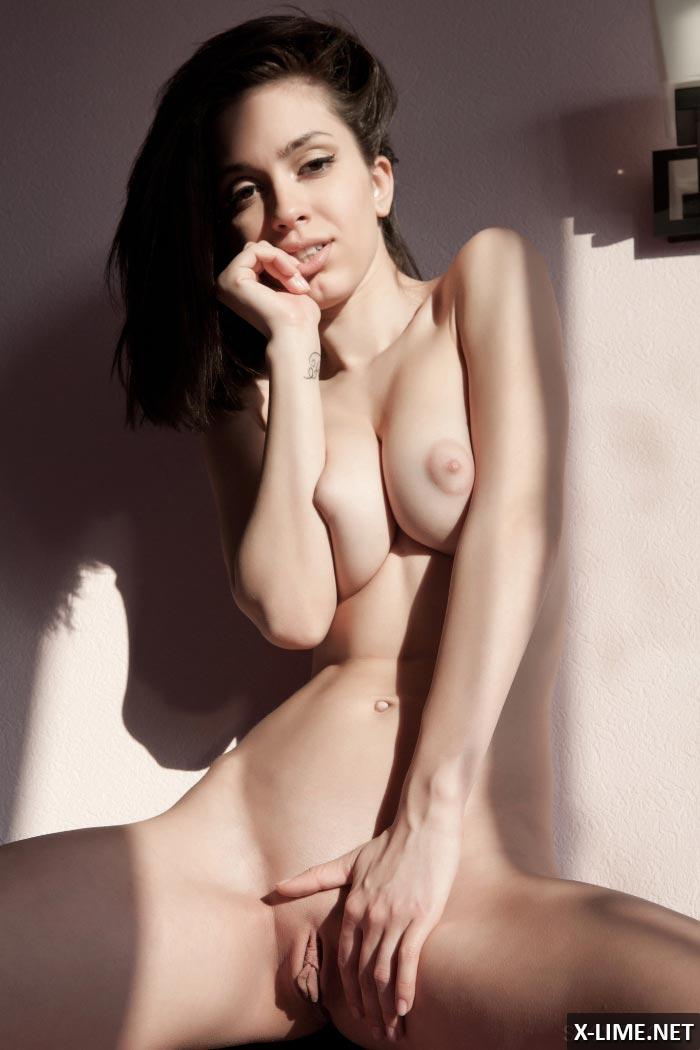 Красивая писька симпатичной девушки