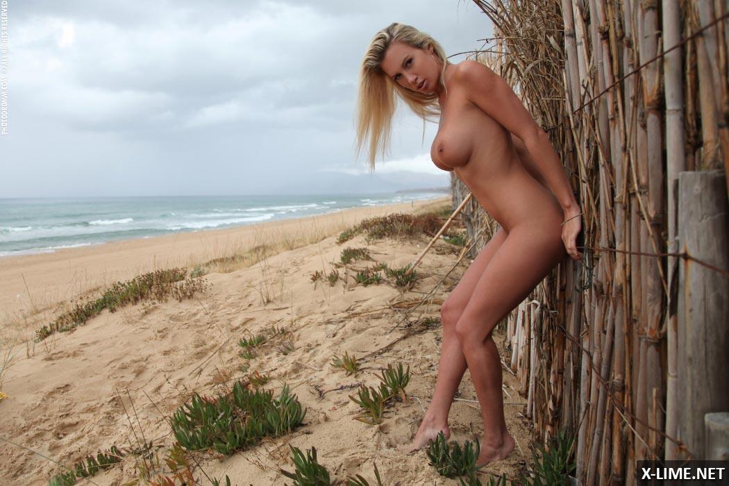 Большие сиськи красивой блондинки
