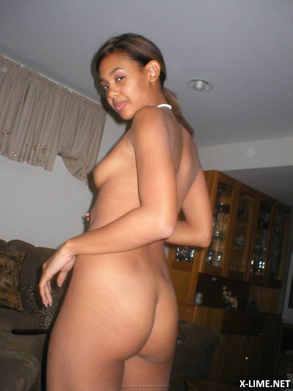 Молодая негретянка в домашнем порно
