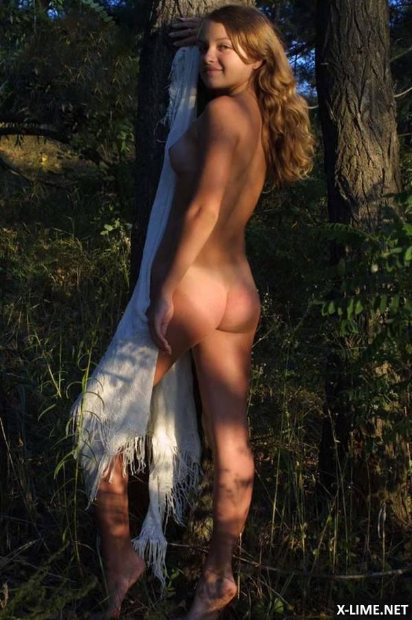 Частное молодой девушки на природе (20 ФОТО)